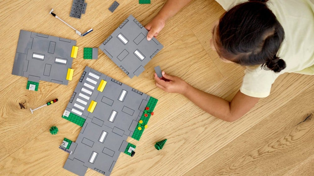 A new modular LEGO road plate system.