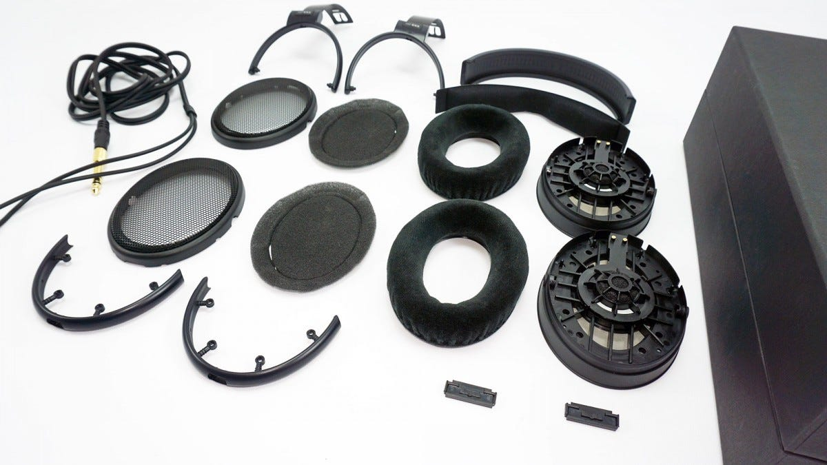 The HD 6XX completely disassembled.