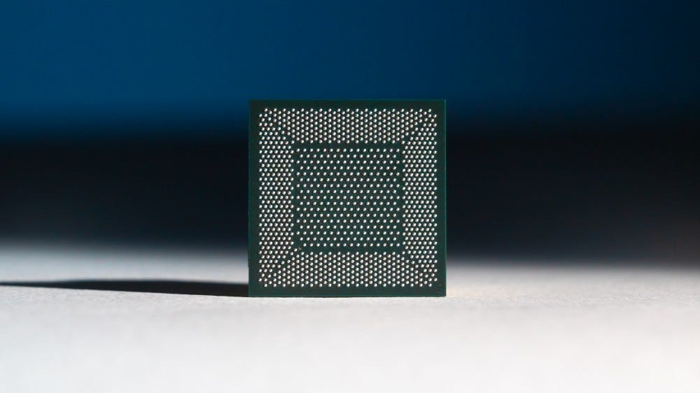 A photo of the Loihi neuromorphic chip.