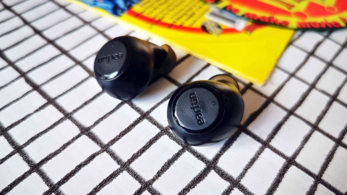 earfun free on table out of case