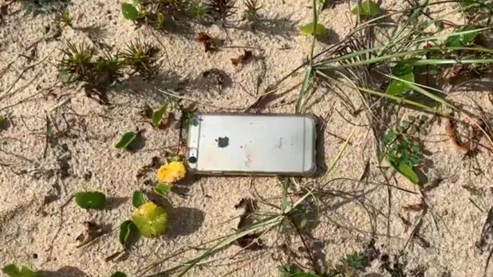 Az iPhone 6s fényképe, amely leesett egy repülőgépről és életben maradt.