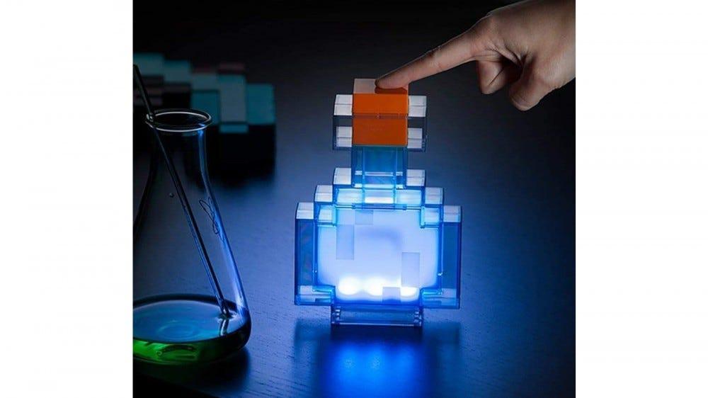 Bouteille de potion lumineuse à changement de couleur Minecraft sous licence officielle