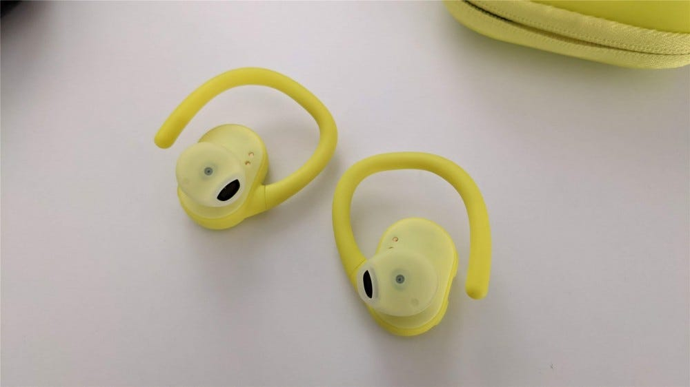 Shows the earplug on the yellow Push Ultra