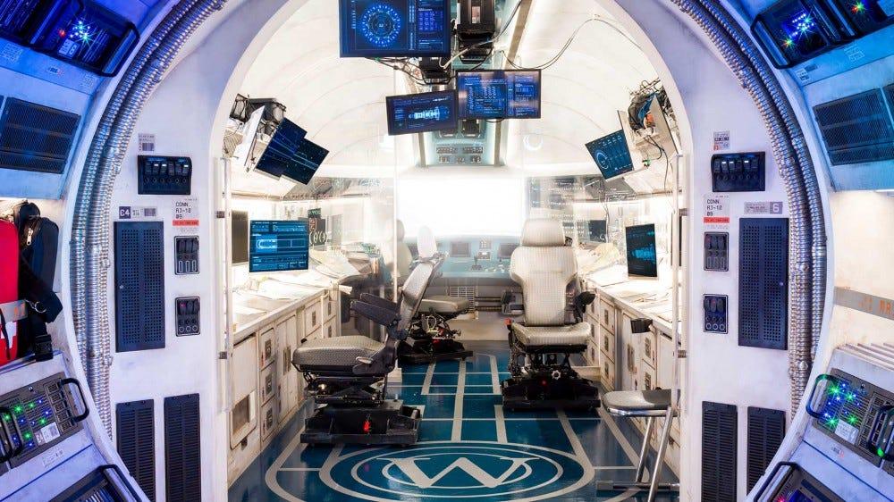 Uma imagem detalhada da sala de máquinas no Snowpiercer