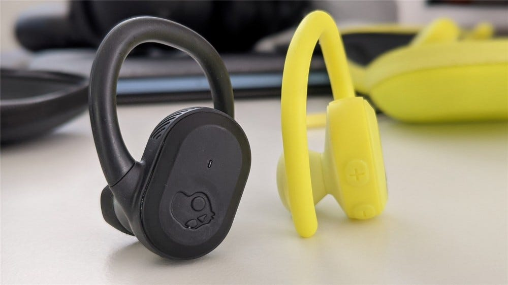 The main and volume buttons on the black and yellow Push Ultra
