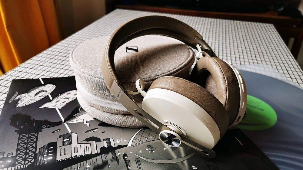 momentum 3 headphones and case