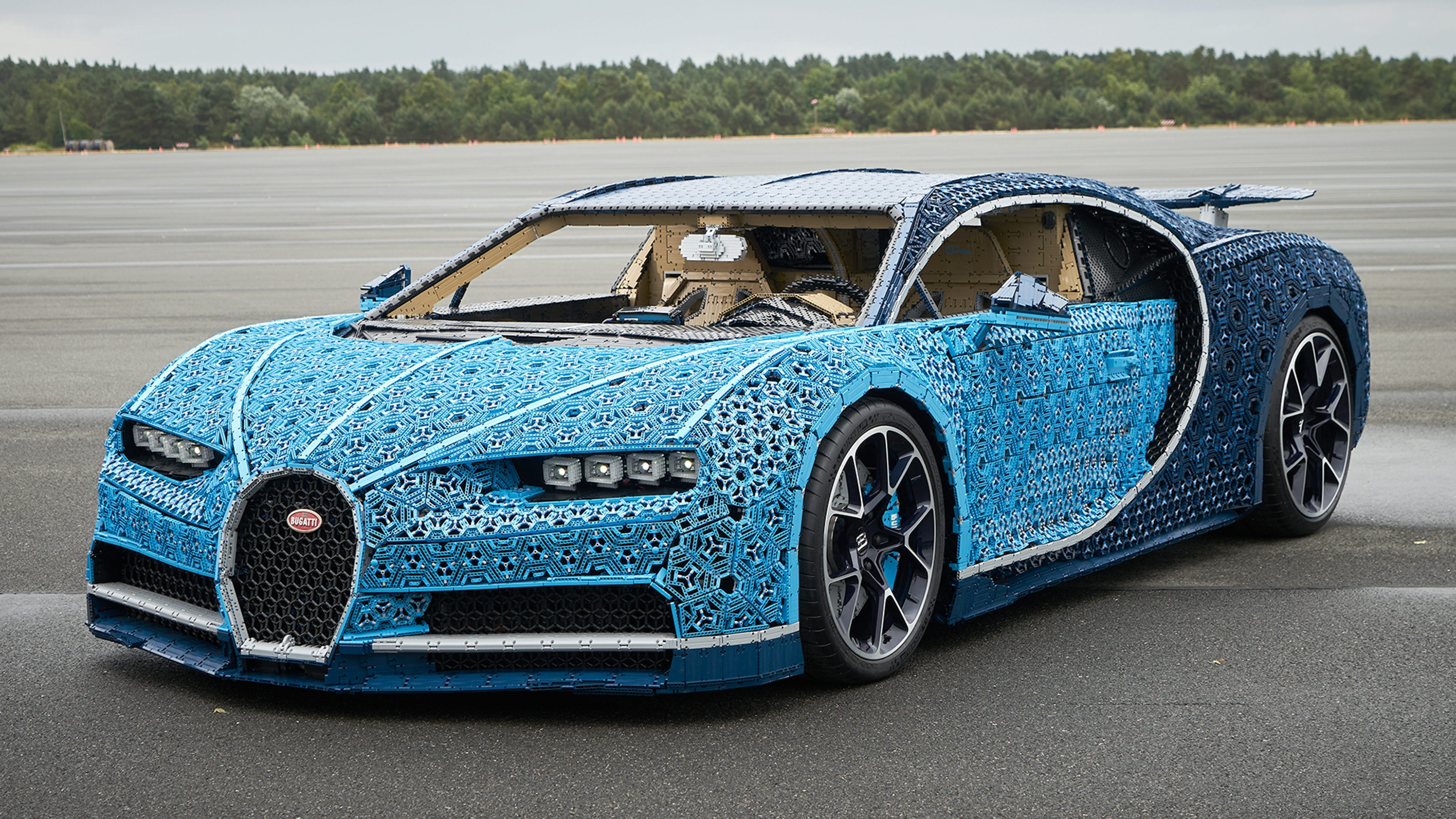 The Million Piece Lego Bugatti Can Reach A Top Sd Of Almost 19 Miles Per Hour Review Geek