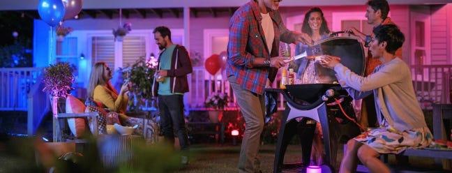 Philips Hue fügt seiner Serie einige süße Außenleuchten hinzu Juli