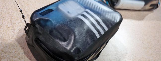 Nite Ize Ein zahnloser Reißverschluss für die vakuumversiegelten Reisetaschen